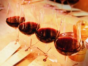 「ワイン飲み比べ4種セット」1,000円(税別)