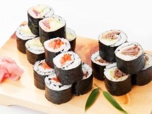 焼肉巻やサーモンいくら巻などの中巻寿司も食べ放題
