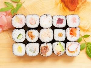 バラエティ豊かな細巻寿司はいろいろな味を楽しめます
