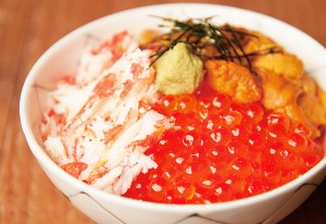 北海の三大スター「ウニ・イクラ・カニ」を一度に食べられる贅沢丼