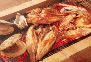 贅沢に北海の幸を思う存分に豪快に焼いて食べるのが銭函流!