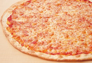 フレッシュNYピザはホールでも780円と格安。サクサクのクリスピーでも中はモチモチ