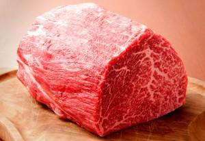 見よ!このバランスのとれた神戸牛のサシ。これでも赤身