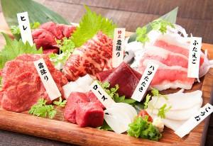 「馬刺」はまずは九州醤油で。各地の味も楽しめる