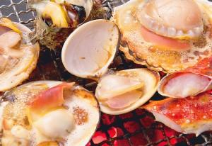 まさに浜辺で貝を焼いて味わう醍醐味を体感できる「浜焼き」