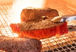 肉の旨味を引き出すための絶妙な焼き加減が、旨さの秘訣