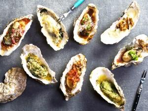焼牡蠣もワインとの相性抜群!どれをオーダーしようか迷うのも楽しみの一つ