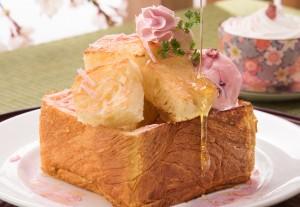 桜薫るキュートなハニートースト「桜ハニートースト」税込800円